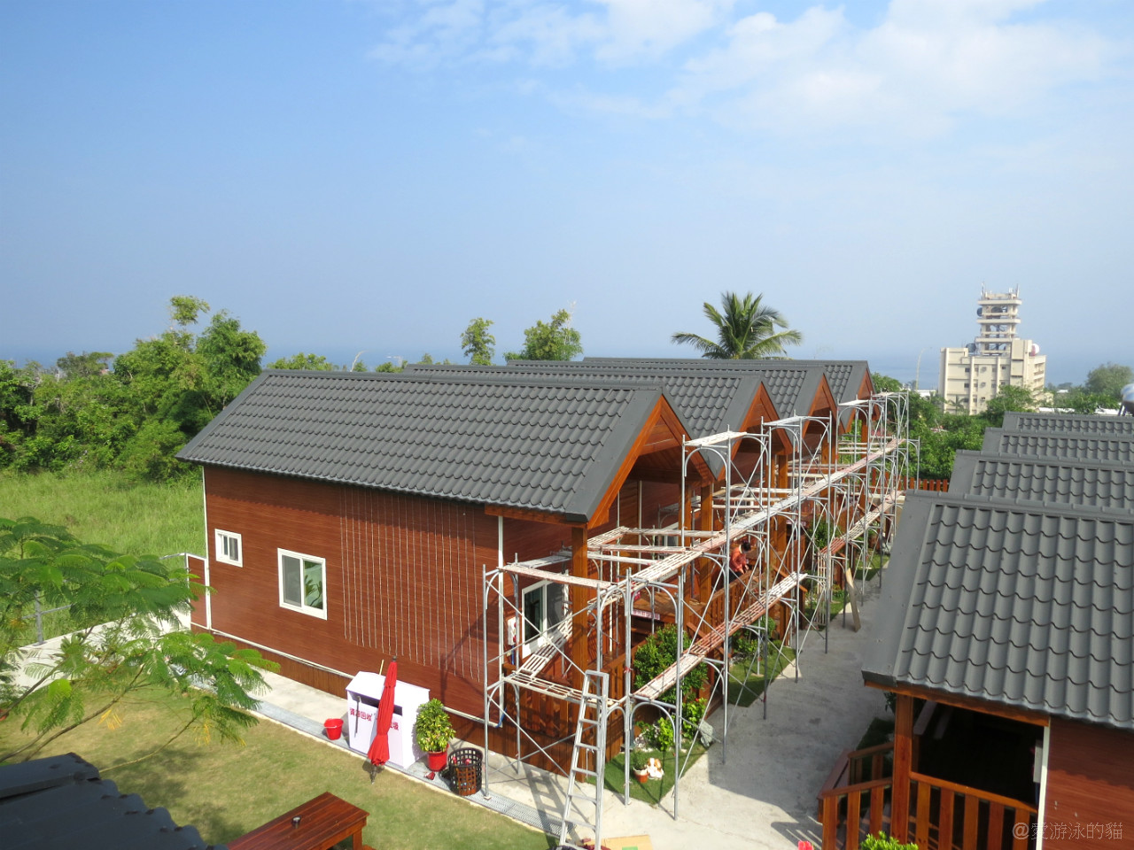 小琉球民宿-源和居木屋趁著冬天正在作養護