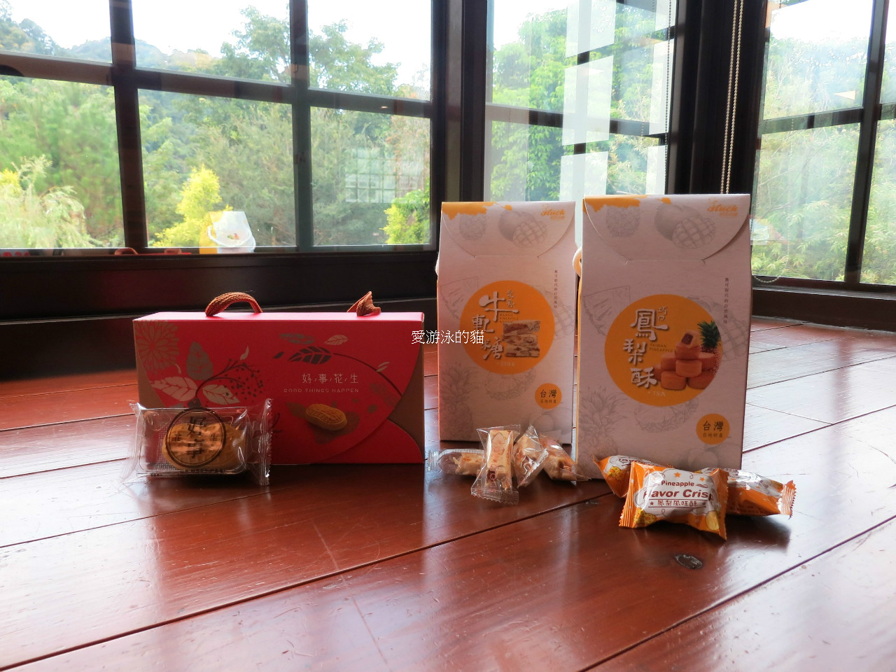 台中伴手禮-哈克大師中秋節禮盒,香蕉餅,土鳳梨酥,金桔酥,黃金小月娘